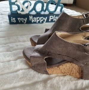 Shoes - Metallic wedges